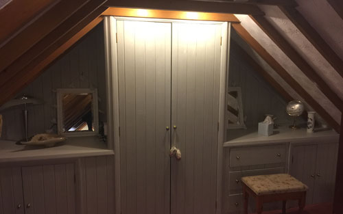fitted-wardrobes-keepers-nook-master-bedroom-self-catering-cottage